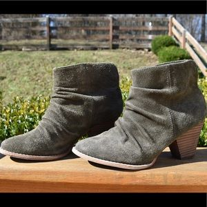 Army green ankle boots💚